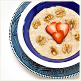 Oatmeal with Walnuts and Strawberries